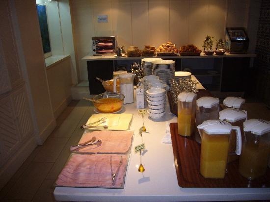 Hotel Alcazar: petit déjeuner très médiocre