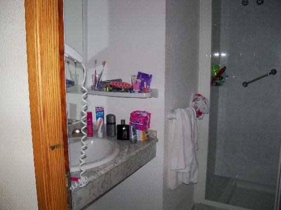 Apartmentos Santa Monica: bathroom