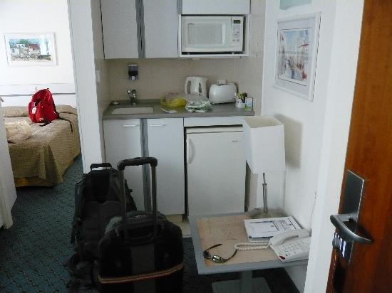Best Western Regency Suites: mini kitchen