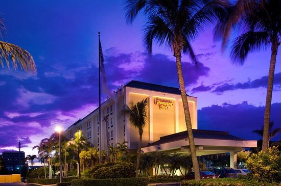 Hampton Inn Miami-Airport West: Front Hotel