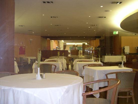 Falesia Hotel: Falesia entry dining area