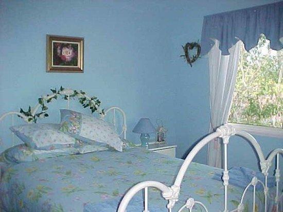 Chamomile Bed and Breakfast: Heartsease Room