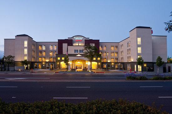 Fairfield Inn & Suites San Francisco Airport/Millbrae : Marriott Fairfield Inn & Suites San Francisco Airport Exterior