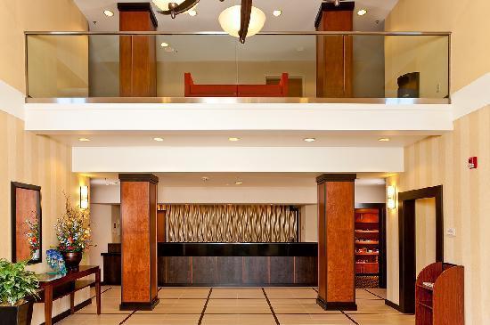 Fairfield Inn & Suites San Francisco Airport/Millbrae: Marriott Fairfield Inn & Suites San Francisco Airport Hotel Lobby