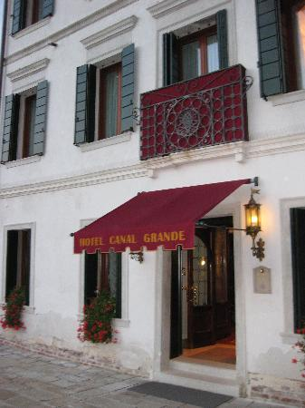 Hotel Canal Grande : Front Entrance