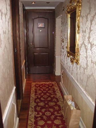 Hotel Canal Grande: Rialto room hallway
