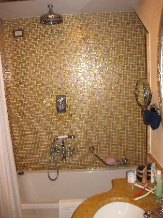 Hotel Canal Grande : Rialto shower