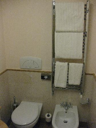 Hotel Canal Grande: Rialto bathroom