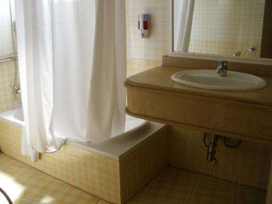 Swiss Inn Nile Hotel : bathroom
