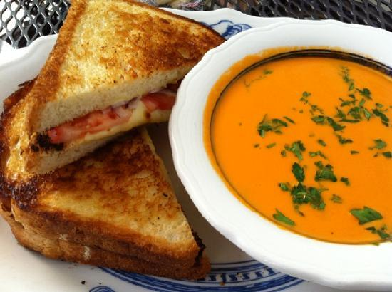 Griswold Inn : Classic fare in our Taproom....who doesnt love creamy tomato soup and a grilled cheese sandwhich