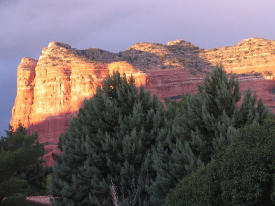Canyon Villa Bed and Breakfast Inn of Sedona : Sunset on the mountains