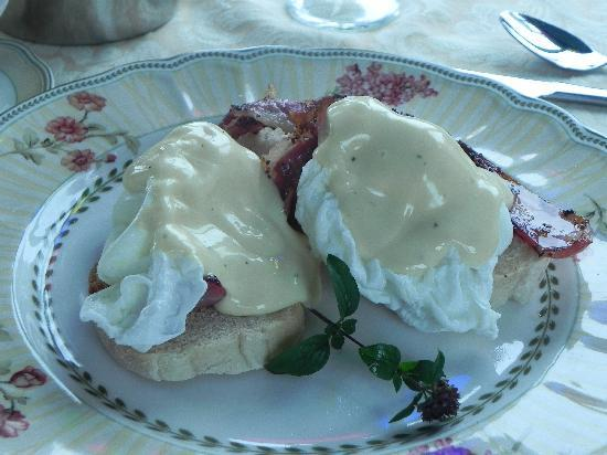 Yellow House Bed & Breakfast: sweet or savory breakfast choices