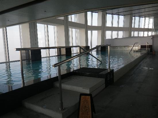 Infinity pool picture of the ritz carlton shanghai - Shanghai infinity pool ...
