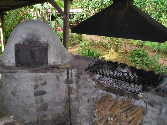 La Carolina Lodge: kitchen area -- all food is cooked over wood-fired grill!