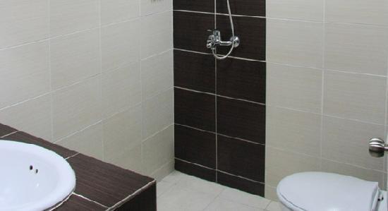 Streetview Hotel: bathroom