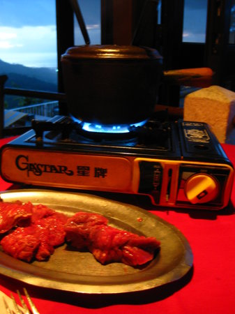 Le Belvedere: The meat with hot-oil fondue