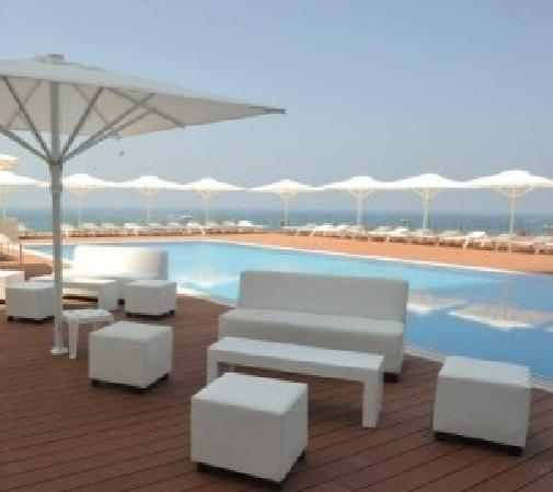 Island Suites Hotel: Chill out area