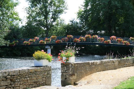 Poitou-Charentes, Francia: Verteuil sur Charente - footbridge