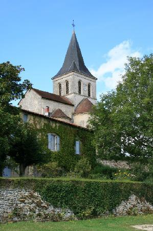 Poitou-Charentes, Francia: Verteuil sur Charente - Church