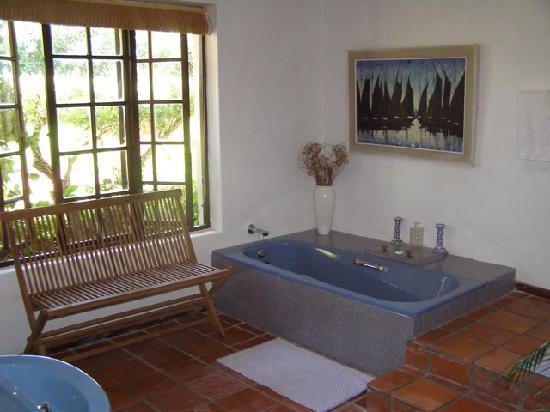Wild Rose Country Lodge: Bath Room