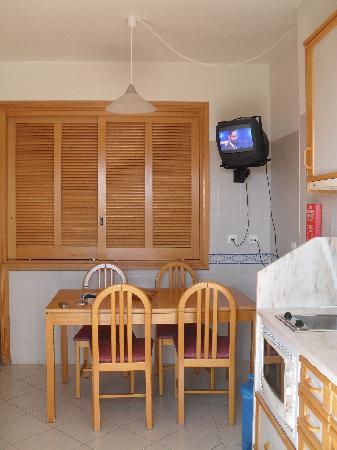 MGM Muthu Forte Da Oura : kitchen/diner
