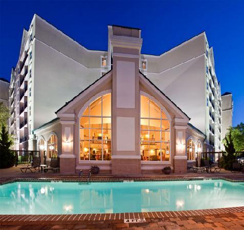 Homewood Suites by Hilton Raleigh-Durham AP / Research Triangle: Outdoor Pool
