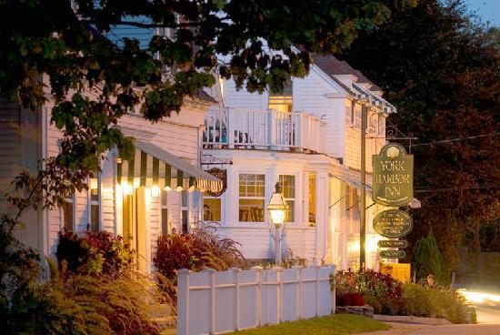 York Harbor Inn: beautiful setting
