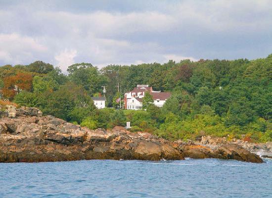 York Harbor Inn: Oceanfront Setting