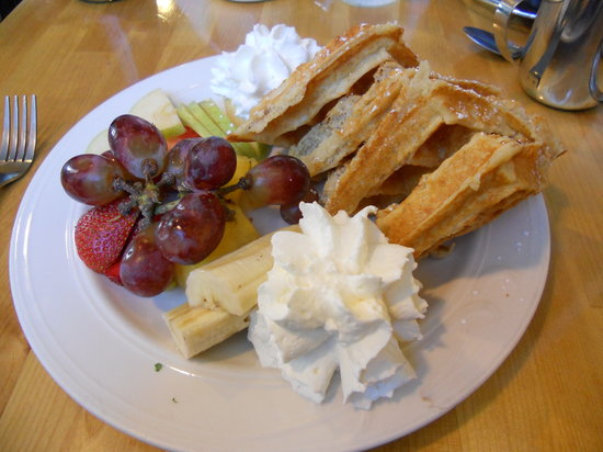 Sunny Point Cafe: Multigrain waffles with fresh fruit.