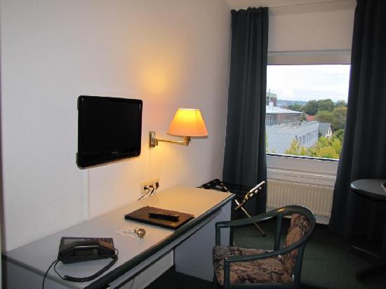 Novostar Hotel Goettingen: ein großes Fenster