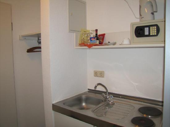 Novostar Hotel Goettingen: eine kleine Küche