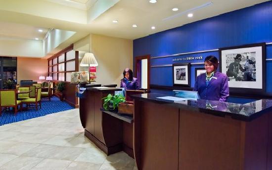Hampton Inn & Suites Little Rock - Downtown: Lobby