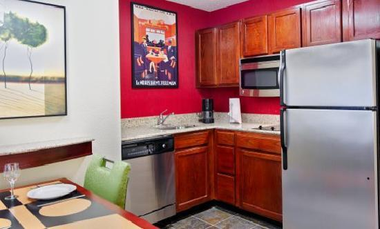 Residence Inn Savannah Midtown : Suite Kitchen