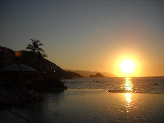 Garza Blanca Preserve, Resort & Spa: sunset at garza blanca