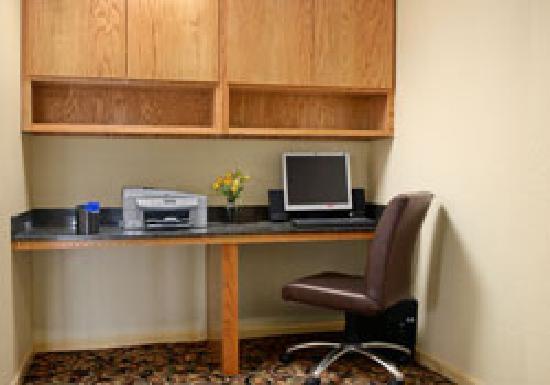 Baymont Inn & Suites/Camp Lejeune : Business Center