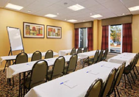 Baymont Inn & Suites / Camp LeJeune: Conference Room