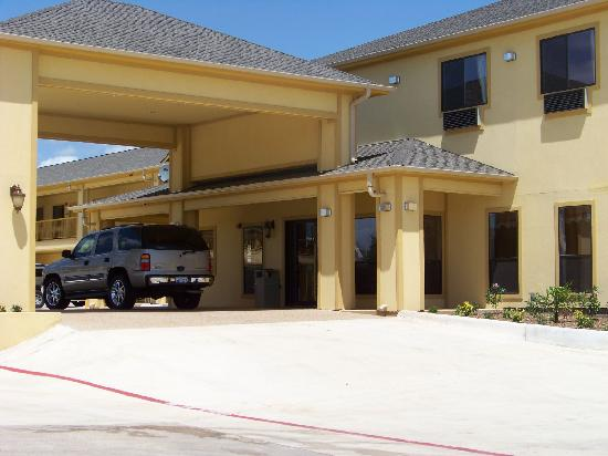 Budgetel Inn and Suites Hearne: Conveniently Located