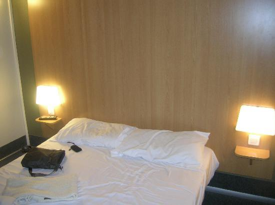 B&B Hotel Paris Malakoff Parc des Expositions : Letto