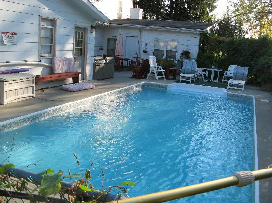 'Bout Time Bed & Breakfast: lovely pool