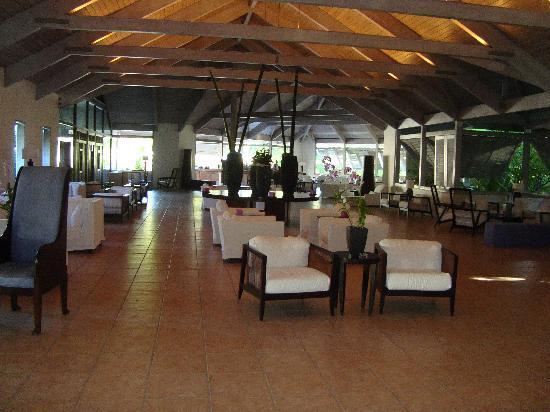 Carlisle Bay Antigua: The Lobby