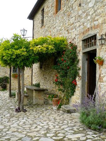 Borgo Argenina: the front door