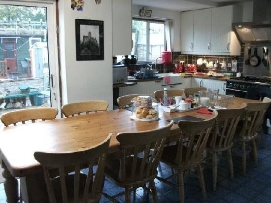 Tara's London Bed & Breakfast: The Kitchen/Breakfast room