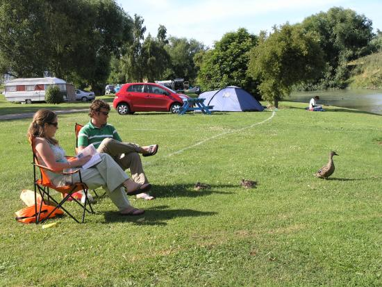 Blenheim Top 10 Holiday Park: happy campers