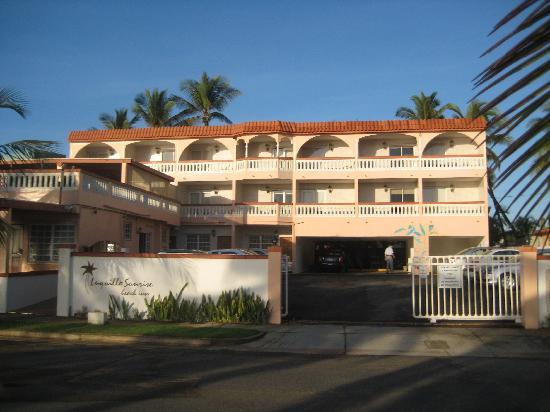 Luquillo Sunrise Beach Inn: front