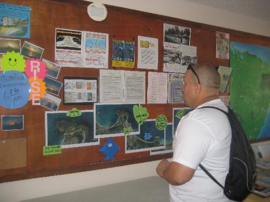 Luquillo Sunrise Beach Inn: Information Room