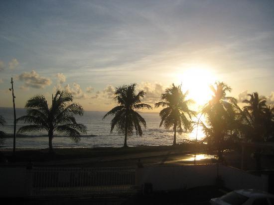 Luquillo Sunrise Beach Inn: Sunrise....