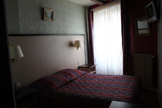 Hôtel Saint-Louis Saintonge : stanza lato strada