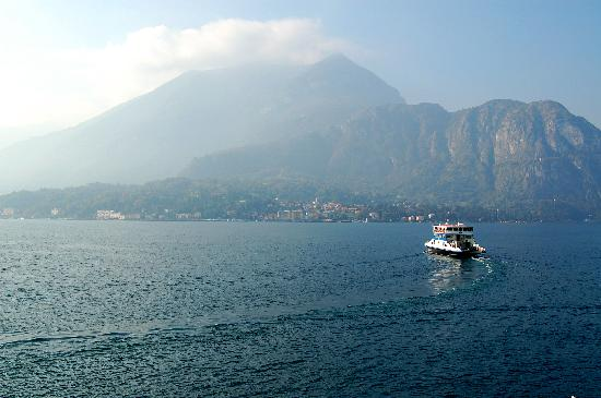 Hotel Metropole Bellagio: Car ferry leaving Bellagio