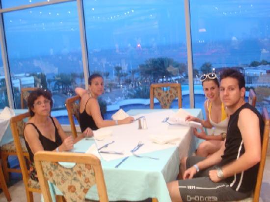 Veraclub Queen Sharm : restaurantes, muita comida , boa e bonita