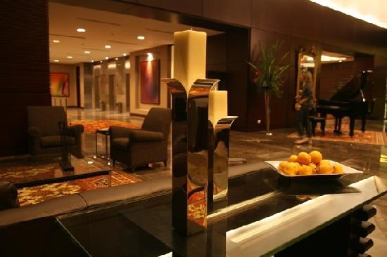 Hotel San Fernando Plaza Medellin: Lobby Bar Hotel en Medellín